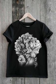 Черная футболка с девушкой в цветах Милана